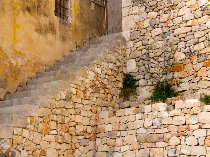 Dry Stone Stairway Construction in Sicily and Malta